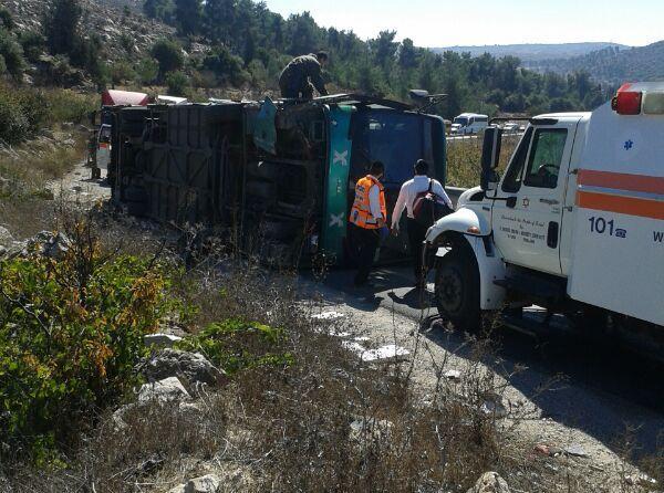 27 פצועים בהתהפכות אוטובוס בגוש עציון