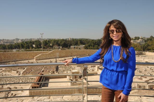 פאולה עבדול בירושלים. ביקור אשון בארץ הקודש. (צילום: עופרית רוזנברג בן מנחם)