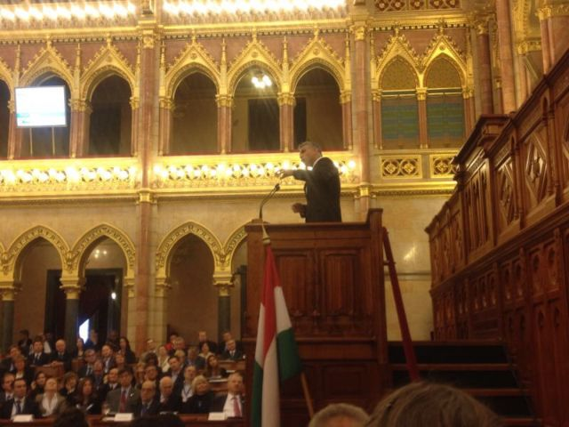 שר האוצר יאיר לפיד בפרלמנט ההונגרי.