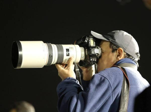 עבאס מומני בעבודה (צילום: נירה ידין)