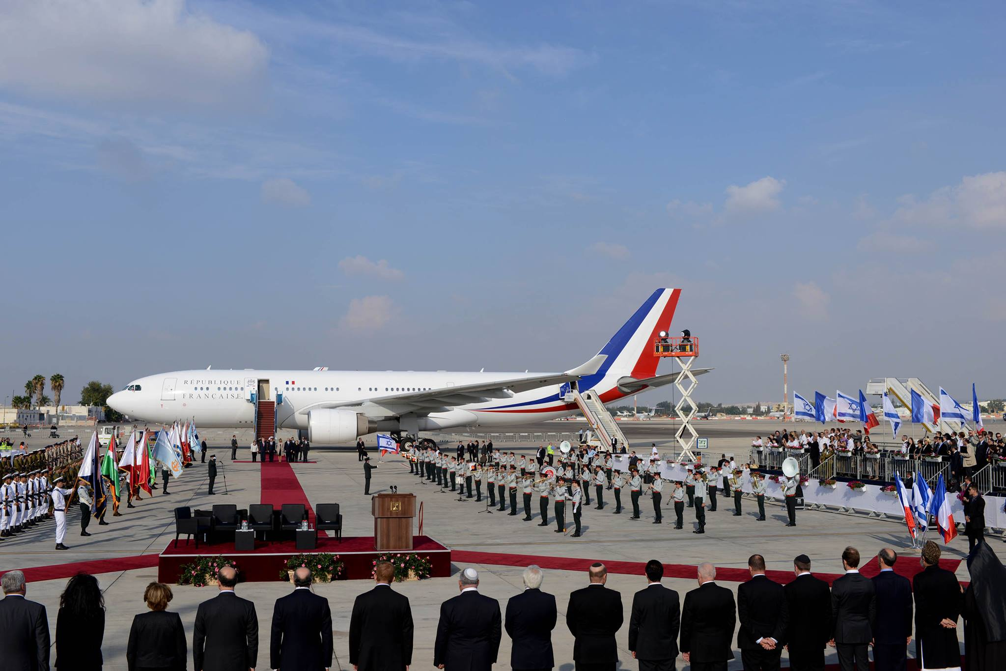 """קבלת הפנים בנתב""""ג: מסדר כבוד למרגלות המטוס הנשיאותי (צילום: קובי גדעון/לע""""מ)"""