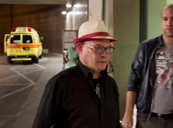 דורי בן זאב מגיע לבית החולים (צילום: דן בר דוב)