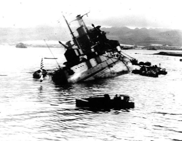 """פרל הארבור - ההתקפה היפנית שהוציאה את ארה""""ב מעמדת הבדלנות (צילום: ויקיפדיה)"""