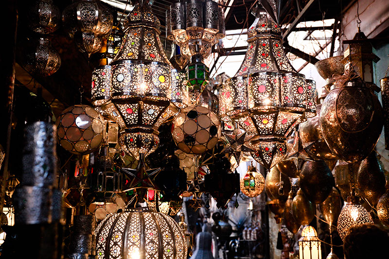 מנורות בשוק במרקש, המציע מגוון משכר של צבעים וצורות. (צילום: ענבל כהן-חמו)