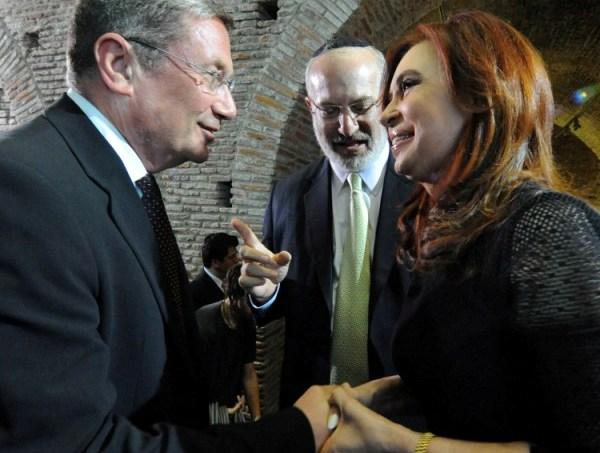 """משמאל: נוחי דנקנר,  אדוארדו אלשטיין ונשיאת ארגנטינה - כריסטינה פרננדס דה קירשנר (צילום: יח""""צ)"""
