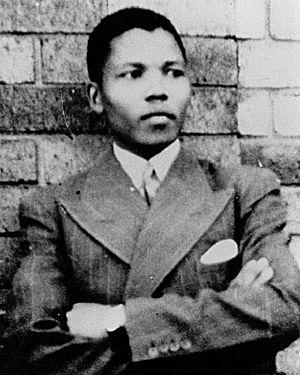נלסון מנדלה בצעירותו 1937 (צילום: ויקיפדיה)