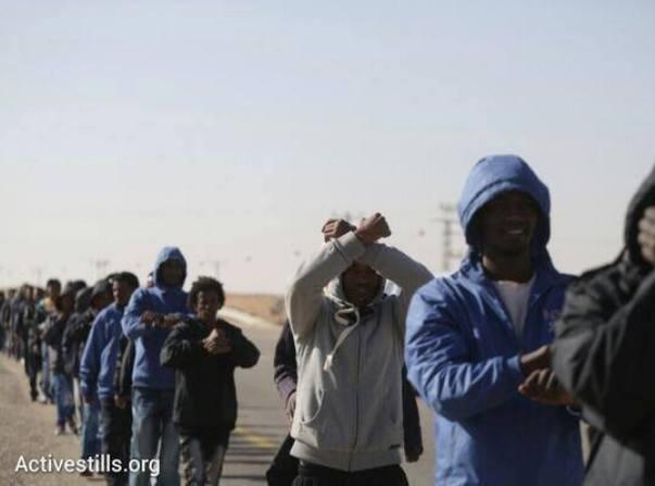 """קבוצת פליטים נוספת יצאה ממתקן """"חולות"""". עימותים ומעצרים"""
