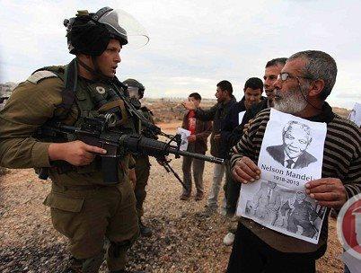הפגנות ברחבי הגדה המערבית עם תמונתו של מנדלה