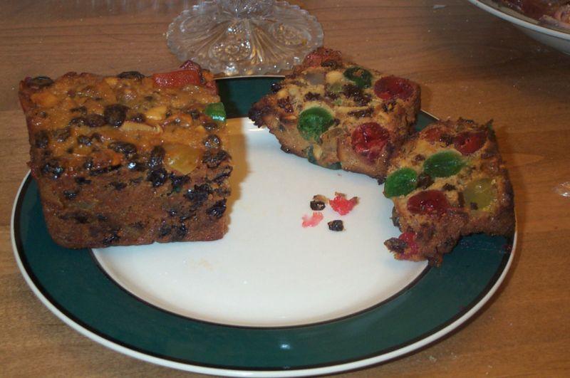 עוגת שיש עם פירות לחג המולד (ויקימדיה)
