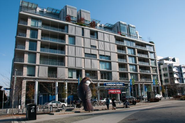 False Creek Village Vancouver. הנכס שנרכש, הינו חלק מפרויקט מעורב של מגורים ומסחר