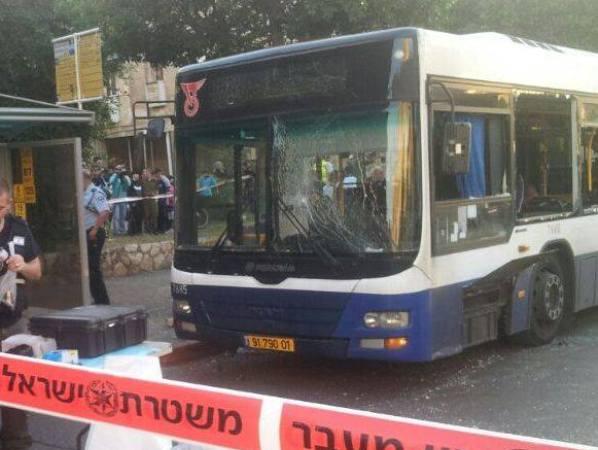 האוטובוס בו התגלה המטען (צילום: משטרת ישראל)
