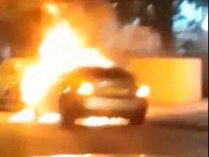 מכונית המרצדס של אורן סודאי עולה באש (צילום: מתוך הסרטון)