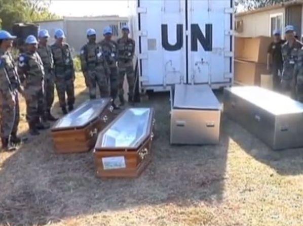 """שני חיילי או""""ם נהרגו בקרבות. מדינות רבות מפנות את אזרחיהן"""