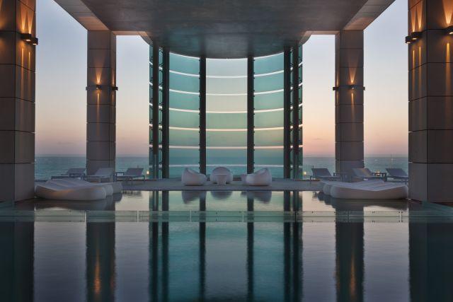 הבריכה במלון ישרוטל רויאל ביץ' תל אביב. יתוסף מלון שלישי. (צילום: אסף פינצ'וק)