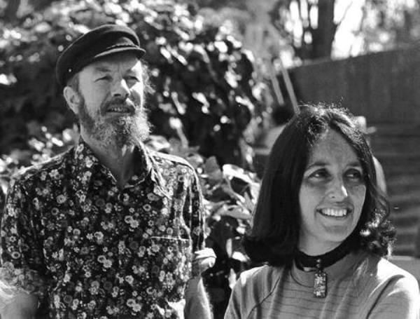 שירים על שלום, על אנושיות, על מרד. פיט סיגר וג'ון באאז בשנות ה-70
