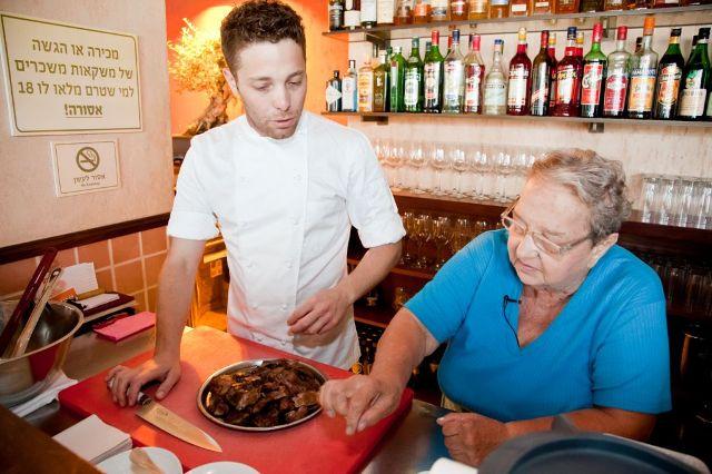שף דויד פרנקל ונבילה ארונוביץ מבשלים בפרונטו (צילום: צור ריכטר)