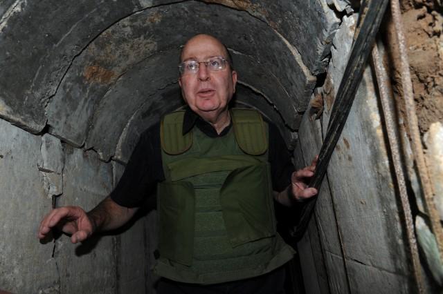 """""""טרור לכל דבר"""". משה (בוגי) יעלון (צילום ארכיון: אילן בסון, משרד הביטחון)"""