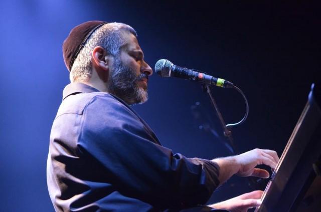 אביתר בנאי שר - והקהל התפלל
