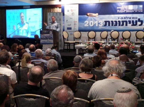 """את מי היא משרתת? המפכ""""ל דנינו בכנס העיתונות באילת (צילום: משטרת ישראל)"""