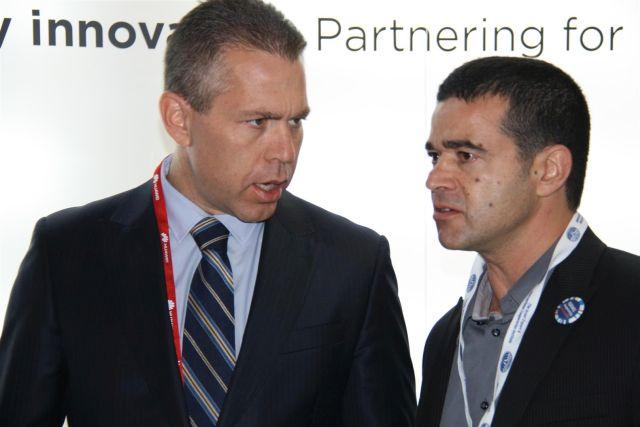 שר התקשורת גלעד ארדן ומנכ