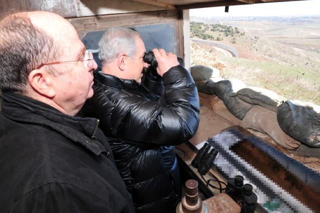 בתצפית אל מעבר לגבול הסורי (צילום: אריאל חרמוני/משרד הביטחון)