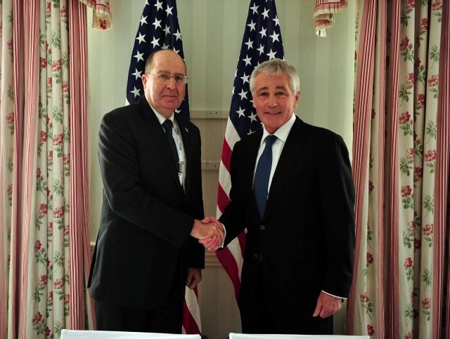 """הקשר העמוק עם ארה""""ב גובר על חילוקי הדעות. משה (בוגי) יעלון עם שר ההגנה האמריקני צ'אק הייגל (באדיבות לשכת שר הביטחון)"""