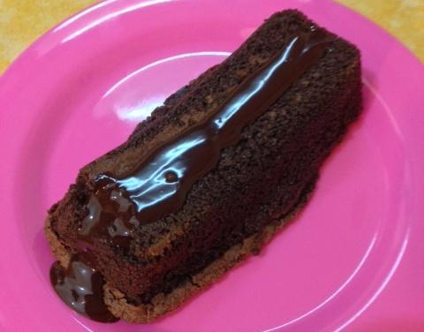 עוגת פרג שוקולד (צילום: תמר לסלרוט)