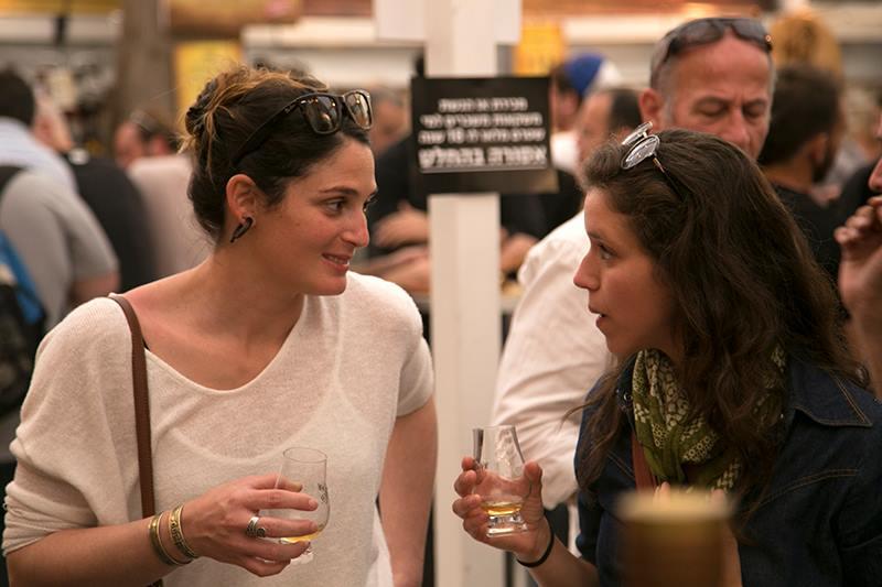 הפתעה יפה ונוכחות מרשימה של חובבות הוויסקי בישראל (צילום: דן בר-דוב)