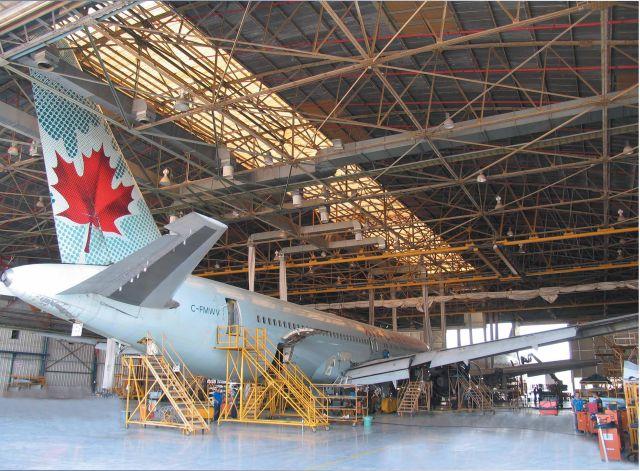 מטוס בואינג 767 של אייר קנדה במתקני התעשייה האווירית. צילום: התעשייה האווירית