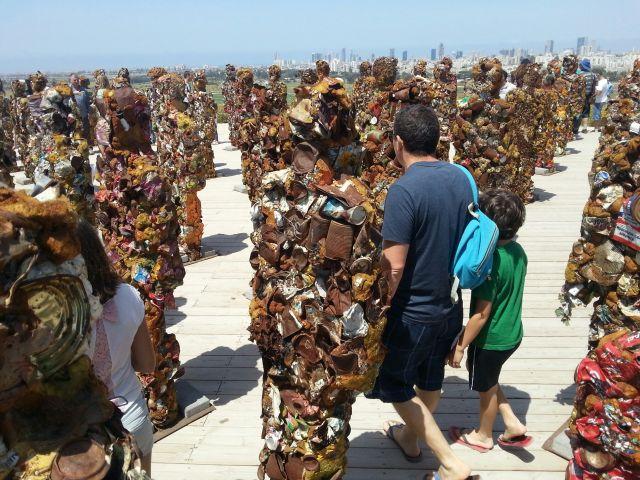 התערוכה הבינלאומית Trash people בפארק אריאל שרון. (צילום: צילומים: אלכס קפלן)