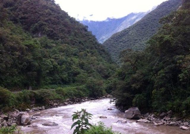 נהר האורובמבה לאורכו מתפתלת רכבת האינקה. (צילום: ענת מנדל)