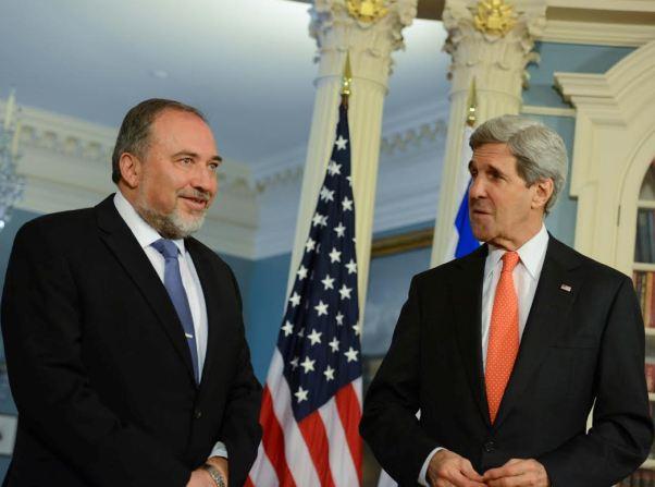 """קרי וליברמן אמש. """"האם הפלסטינים באו כדי להשיג הסכם או כדי לשחק במשחק ההאשמות"""" (צילום: שחר עזרן)"""