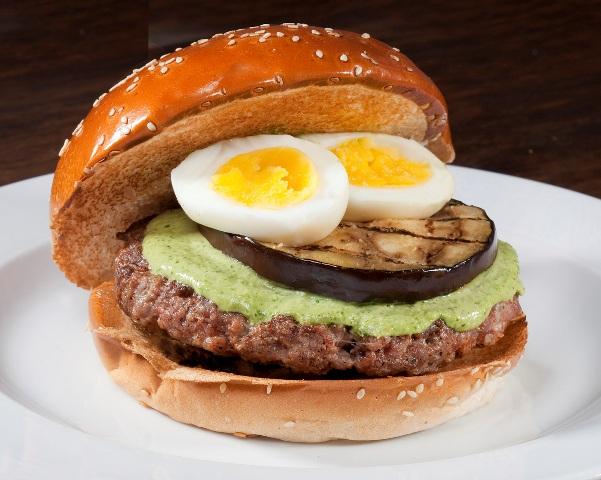 המבורגר ציוני במוזס (צילום: דן לב)
