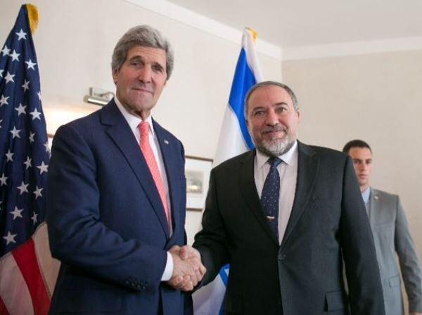ליברמן בפגישה עם מזכיר המדינה קרי (צילום: נועם מוסקוביץ')