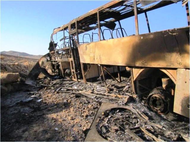 """האוטובוס שנפגע בפיגוע הטרור בכיביש 12 (צילום ארכיון: דובר צה""""ל)"""