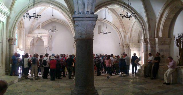 חדר הסעודה האחרונה בהר הציון. פעילי ימין וחרדים מנהלים קמפיין נגד מסירתו לשליטת הכנסייה הקתולית בזמן הביקור. (צילום: ויקיפדיה)
