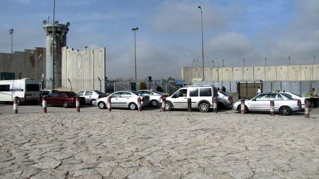 סגר כללי - מחסום קלנדיה (צילום: בצלם)