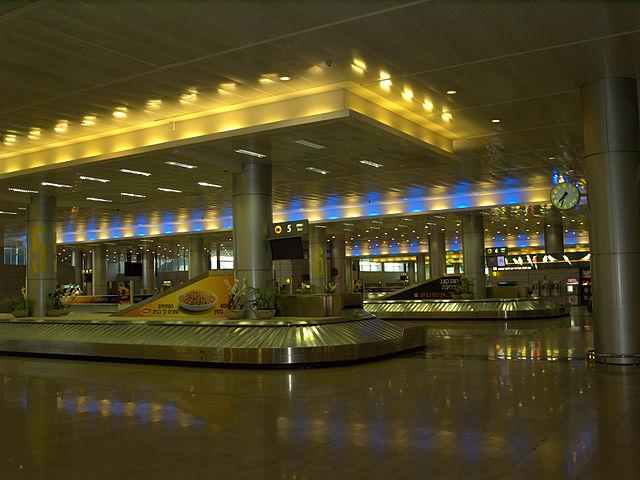 כך יראו מסועי המזוודות אם העובדים לא יפרקו אותם מהמטוסים. צילום: David Shankbone, ויקימדיה