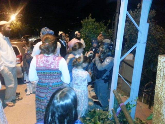 תושבים מיצהר מתעמתים עם המשטרה ביצהר (צילום: דוברות יצהר)