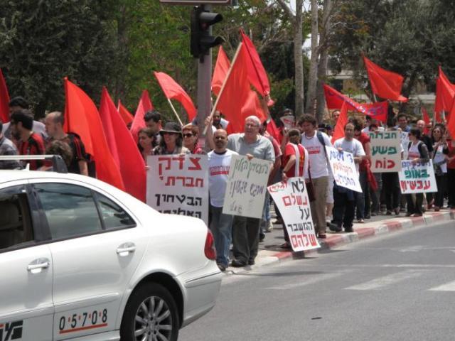 הפגנת אחד במאי ברחוב קינג ג'ורג' בתל אביב בשנת 2009 (ויקימדיה)