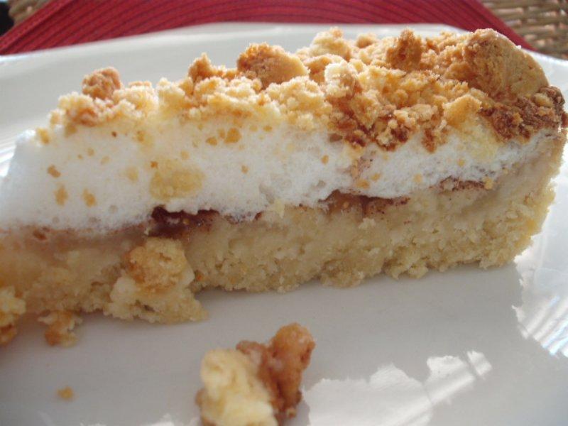 עוגת תפוחים עם קצפת (צילום: תמר לסלרוט)