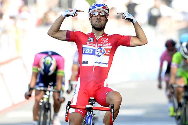 נאסר בוהאני (FDJ) על קן הסיום, חוגג את הניצחון. צילום:  Fabio Ferrari - LaPresse