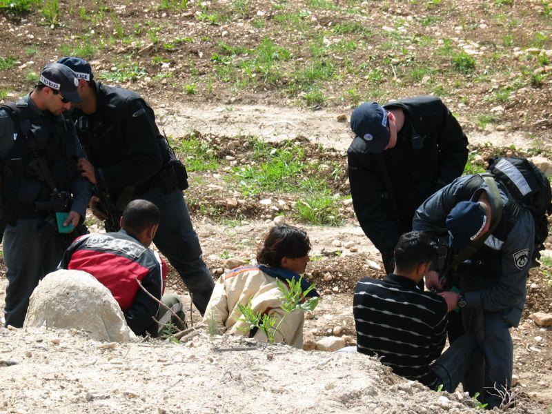 מעצר שוהים בלתי חוקיים. מעתה ניתן יהיה לטיול מהם גם DNA (צילום: ויקיפדיה)