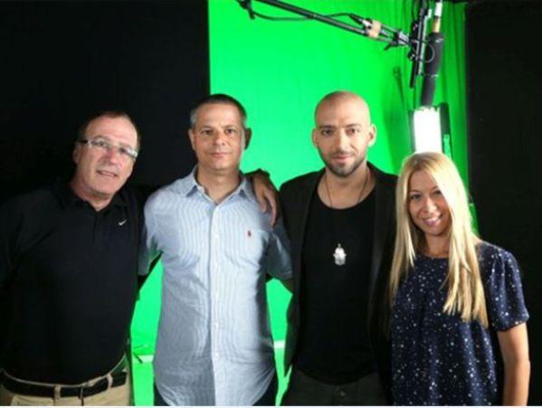 עידן רייכל ואנשי שגרירים - יובל לימון, ליאור ורונה וקטי אלון, בעת צילומי הסרטון. צילום: סיון פרג