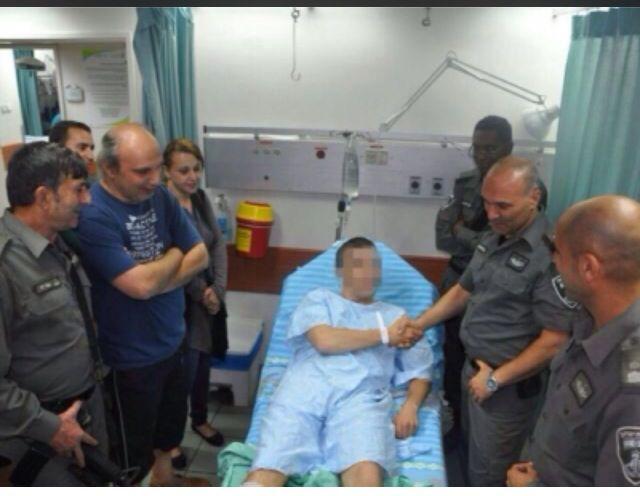 """מפקד משמר הגבול ביקר הבוקר את הלוחם הפצוע ושבחו  (צילום: דוברות מג""""ב)"""