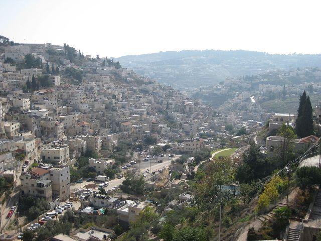 תצפית על שכונת סילוואן ועיר דוד בירושלים המזרחית מאזור שער האשפות