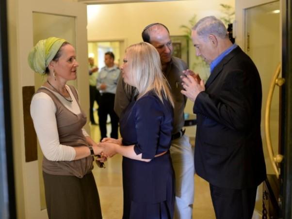 """""""משימת איתור הבנים קודמת לכל דבר"""". ראש הממשלה ומשפחות החטופים (צילום: קובי גדעון/לע""""מ)"""