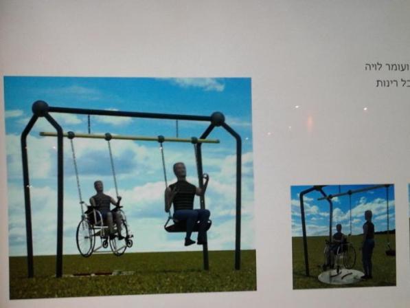 """""""נדנדה הרמונית"""" - מיכל אורמן ועומר לויה. מתוך: תערוכת """"באמצע"""", נמל יפו (צילום: אריאלה גויכמן-גארבר)"""