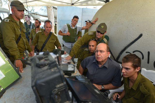 """שר הביטחון בחפ""""ק יחידת אגוז. צילום: אריאל חרמוני משרד הביטחון"""