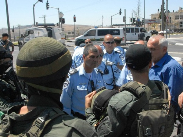השר אהרונוביץ (צילום: דוברות המשטרה)